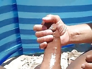 handjob andbig cumshot at the beach